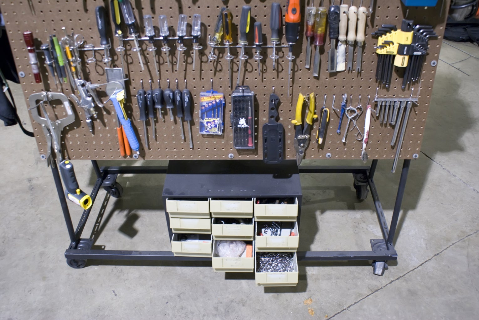 Build a Peg Board Tool Cart (by Brad Justinen)
