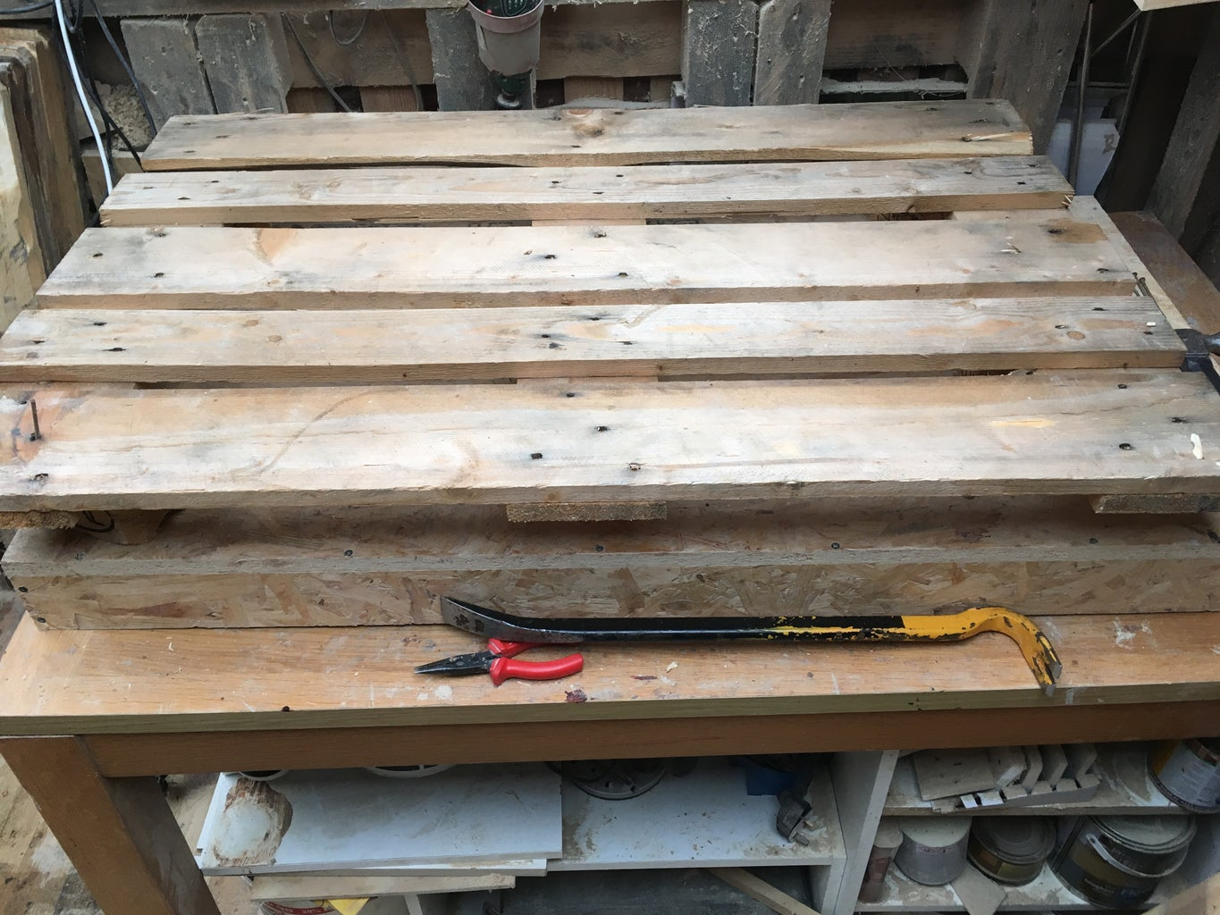HOW TO DISASSEMBLE a PALLET - STEP 4