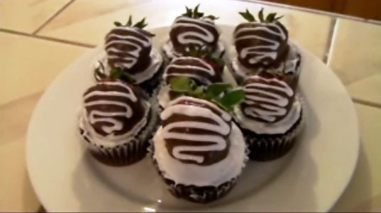 Classic Strawberry Chocolate Cupcakes