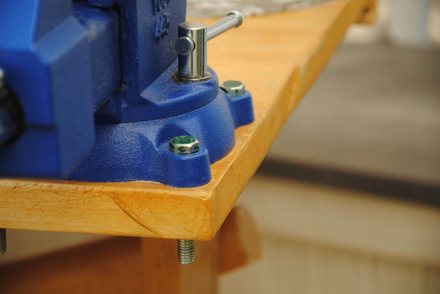 A Simple Way to Mount a Bench Vise Onto Your Workbench