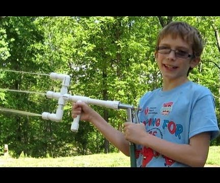 How to Make a PVC Water Gun With PVC