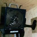 Instalación de un calentador en un soporte de pantalla LCD articulado compatible con VESA