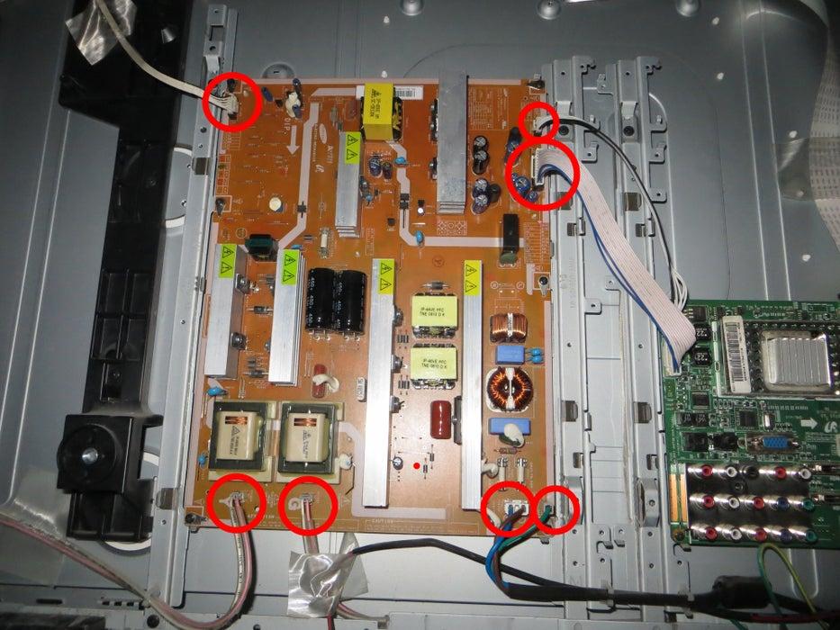 مرحله 9: اتصالات سیم کشی را از صفحه مدار جدا کنید