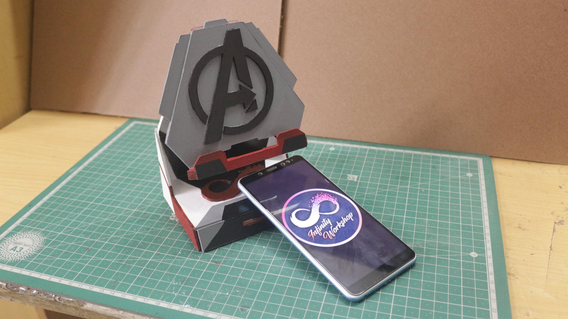 Easy Avengers Smartphone Stand
