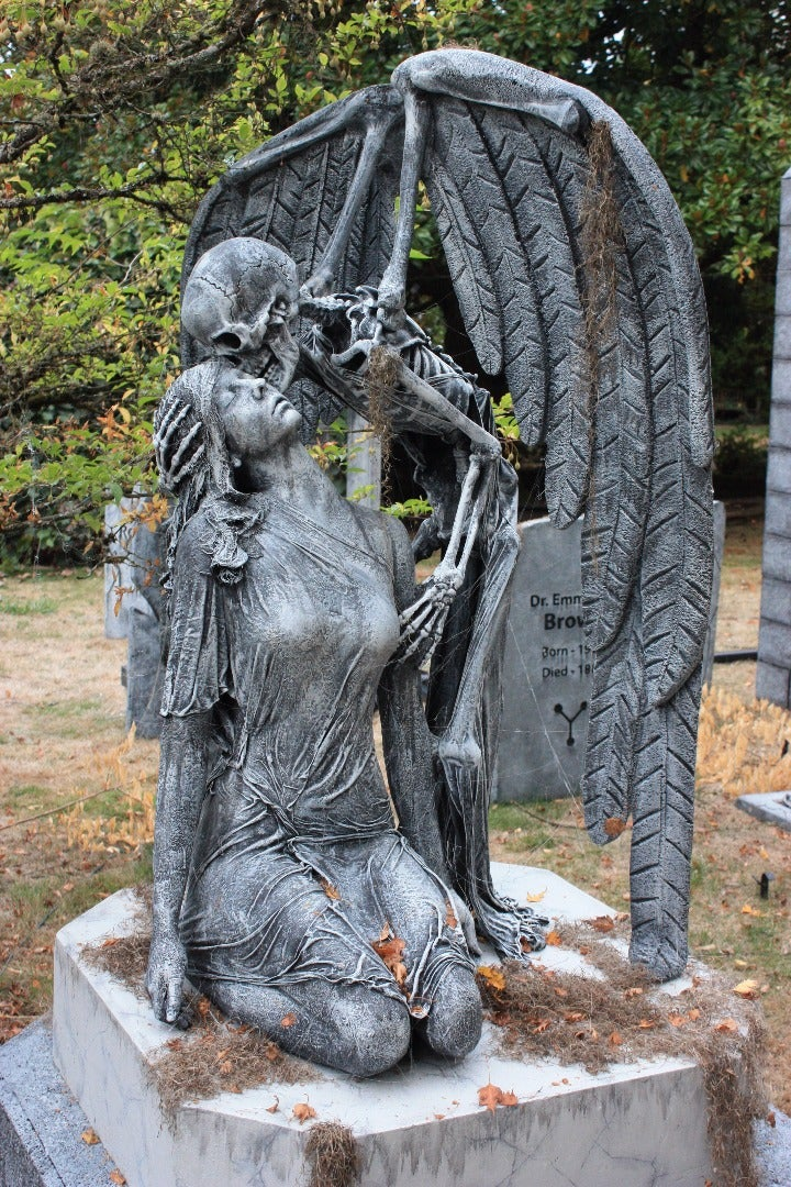 Kiss of Death Monument