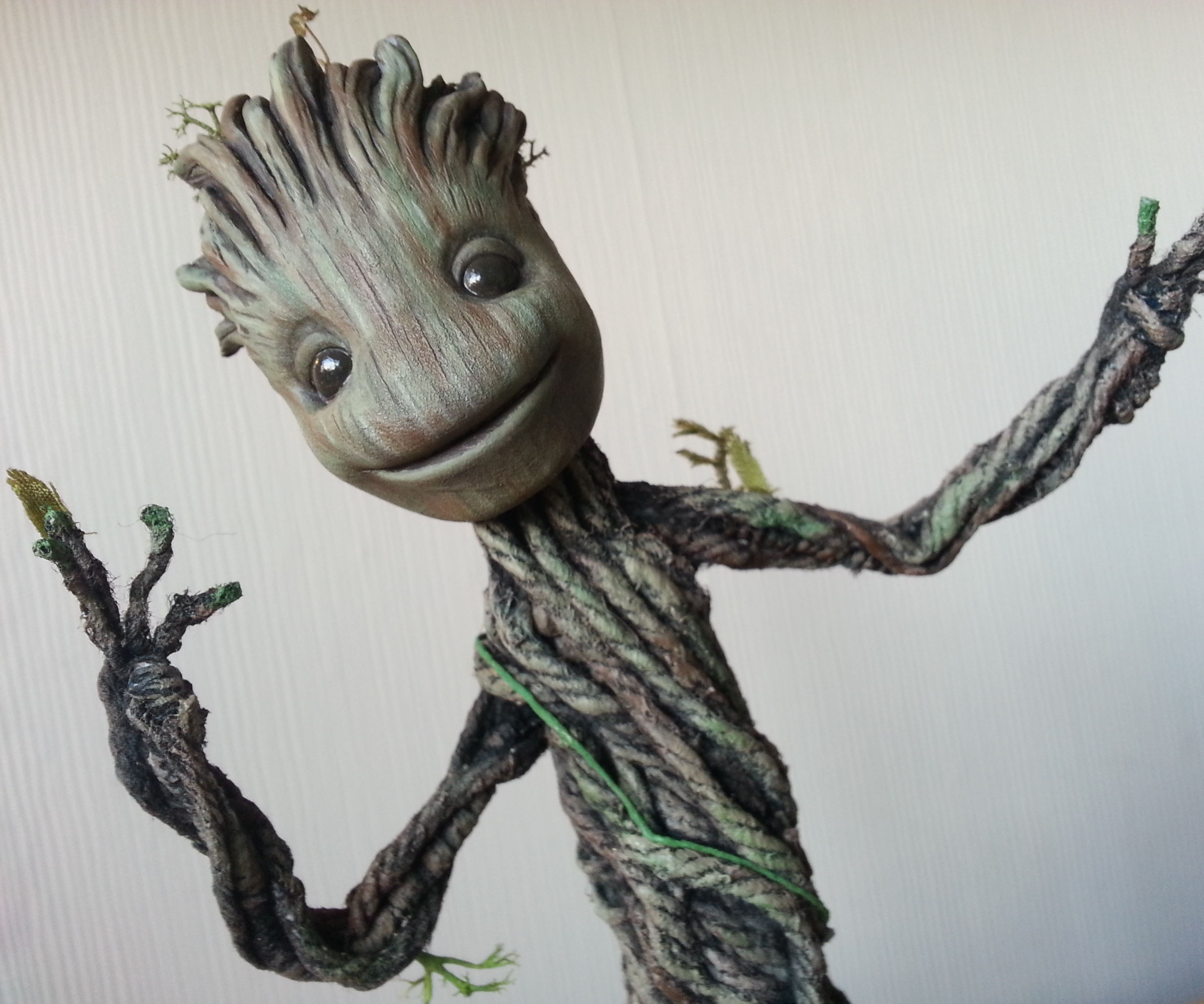 Dancing Groot from Guardians of the Galaxy. Actually dances! TUTORIAL