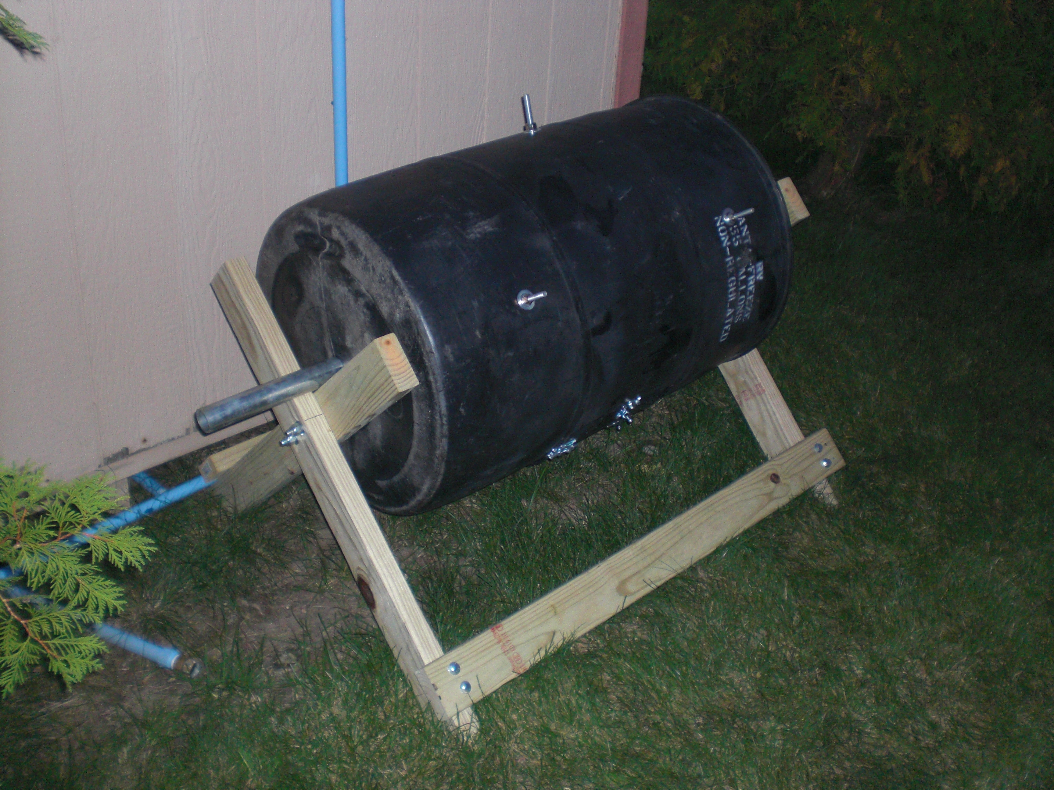 Backyard Compost Tumbler (another one)