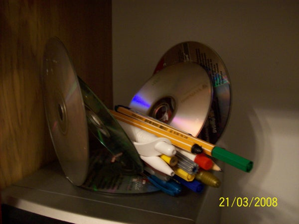 Make Use of CD's As a Pencil Holder