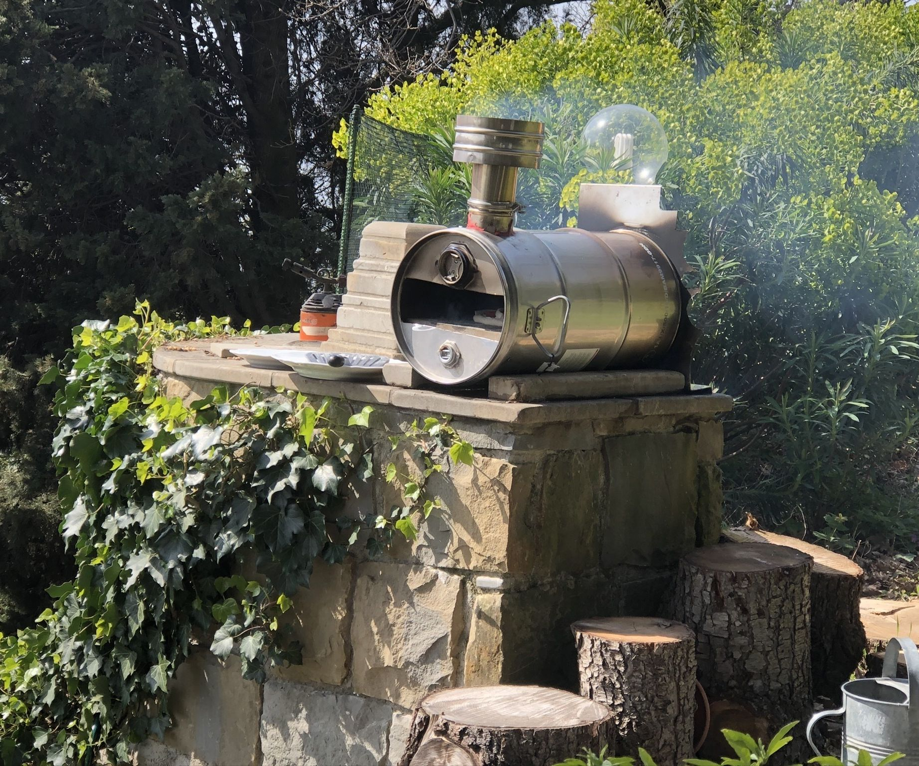 Small Experimental Portable Pizza Oven From Scrap