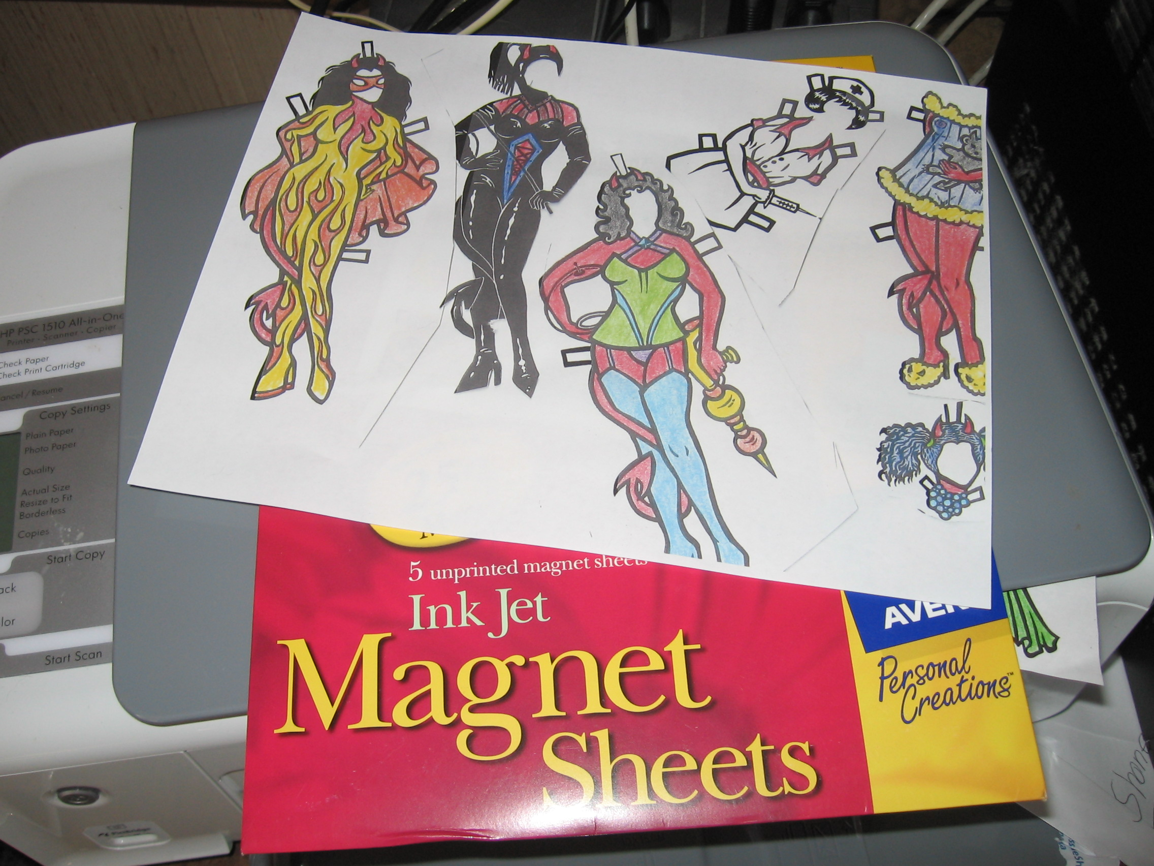 Magnetic paper dolls for your fridge!