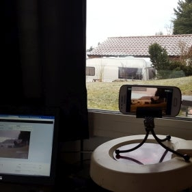 Make a Wi-fi Webcam From an Old Android Phone