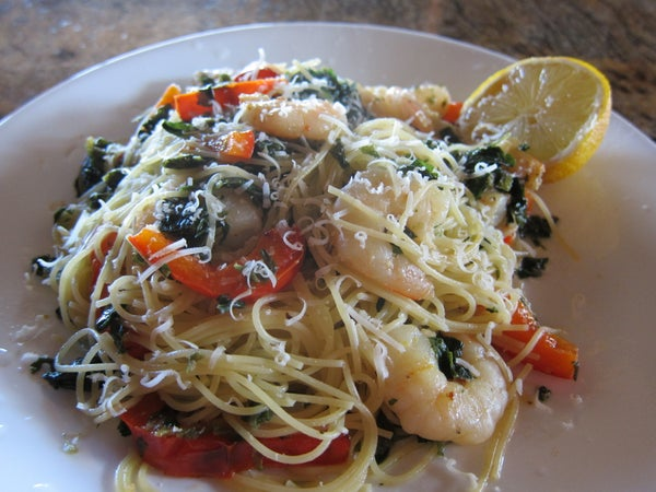 10 Minute Shrimp Pasta With Peppers, Lemon and Spinach