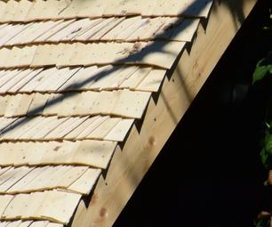从白杨木刨花(芯片,不是板)的木屋顶