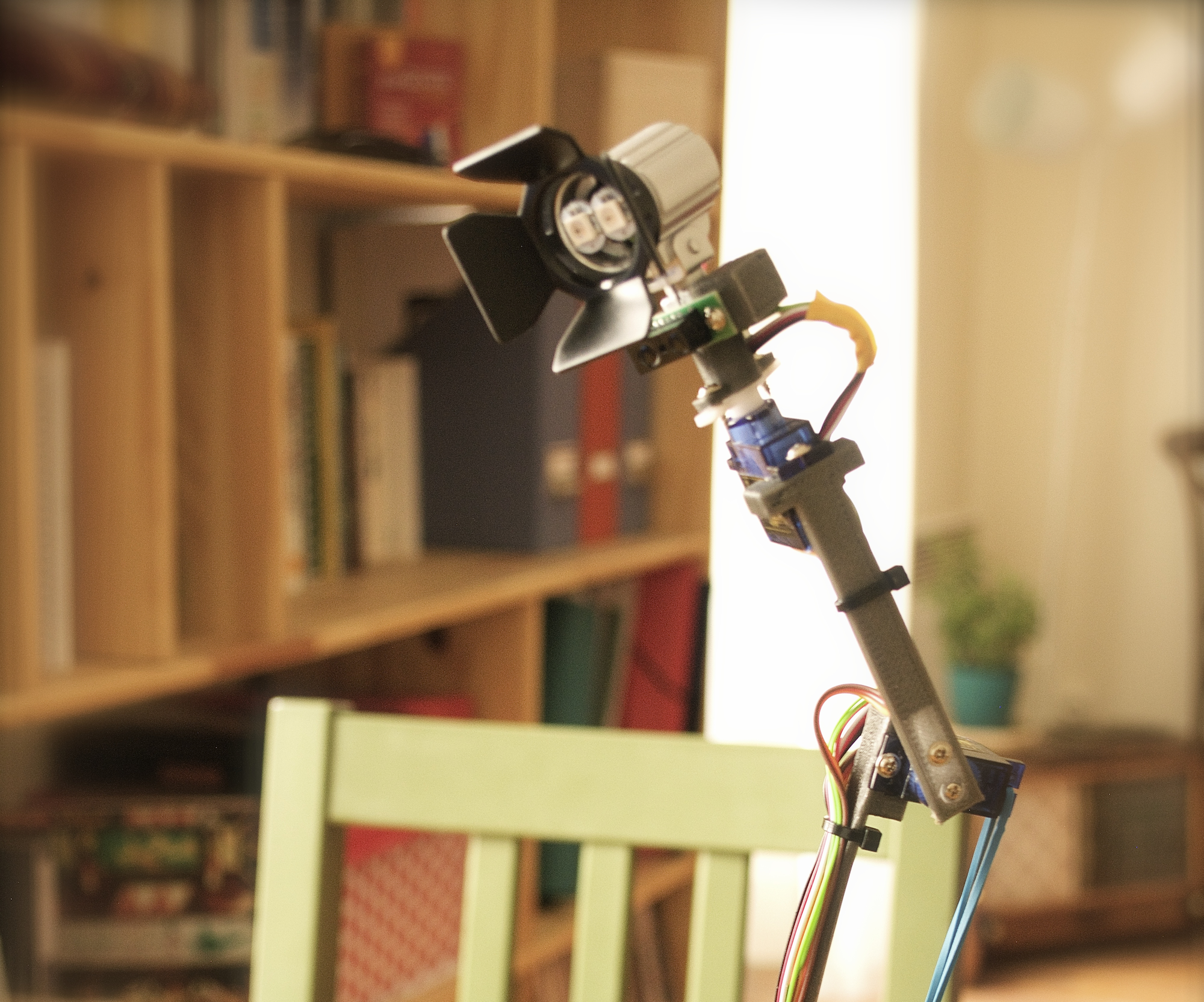 OiO - a desk lamp that has a soul