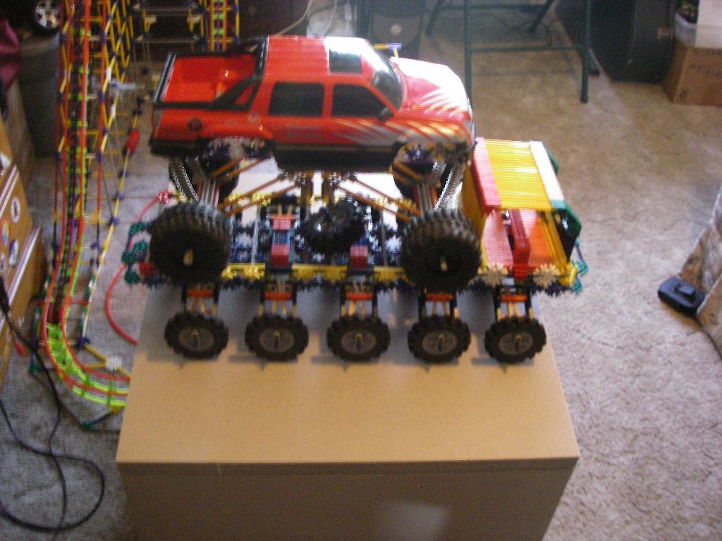 Knex 10 wheeled crawler (Instructable)