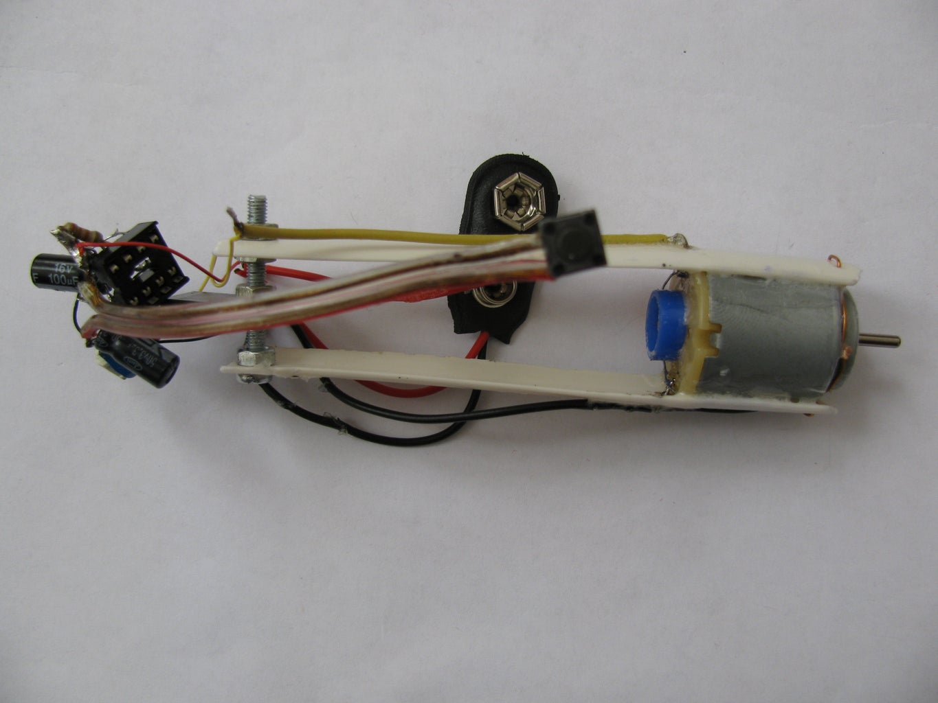 Attaching Circuit and Battery