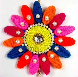 How to Make a Wall Hanging Craft From Wool and Plastic Bottles?