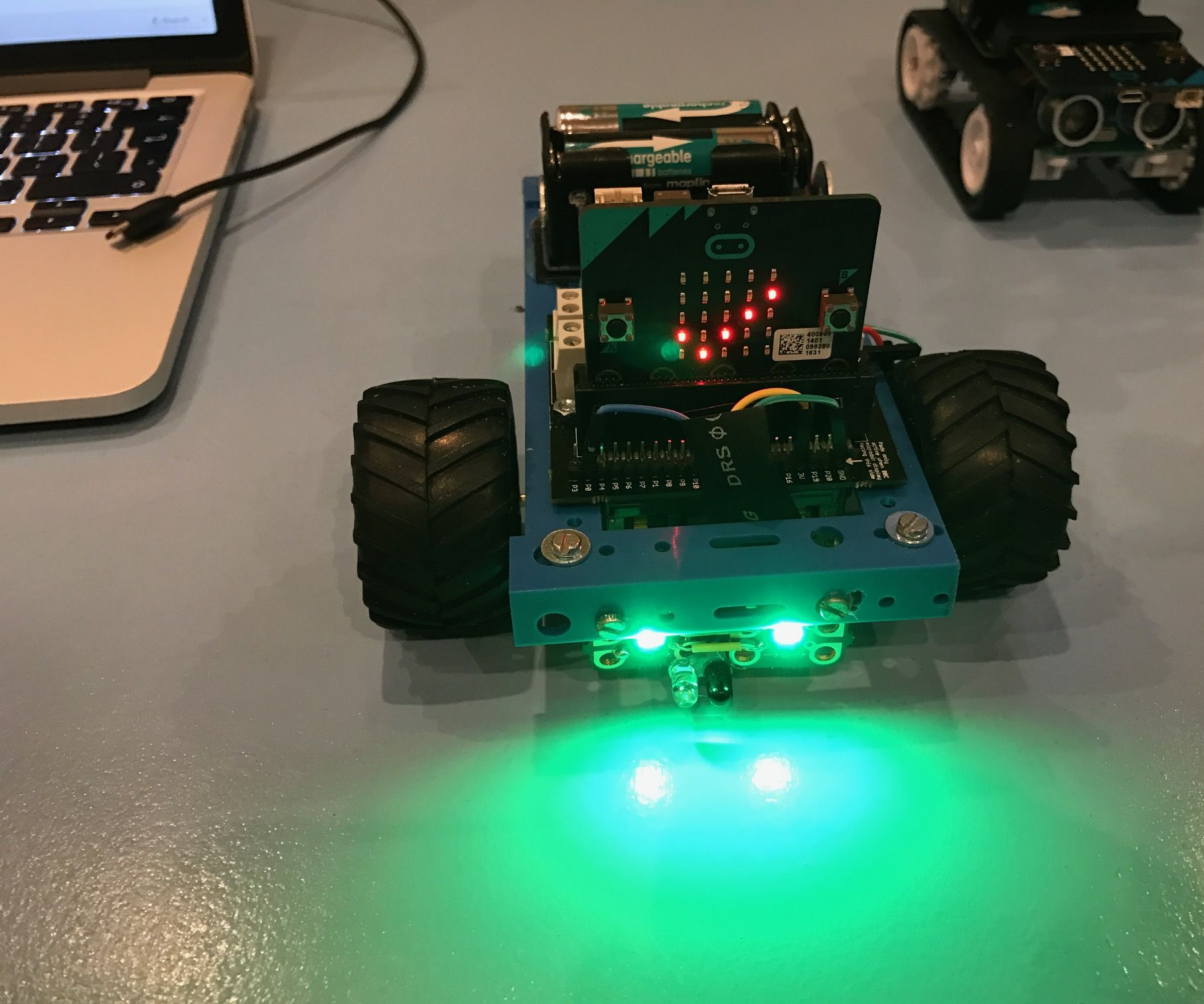 Object avoidance MIcrobit Robot using the Kitronik motor controller