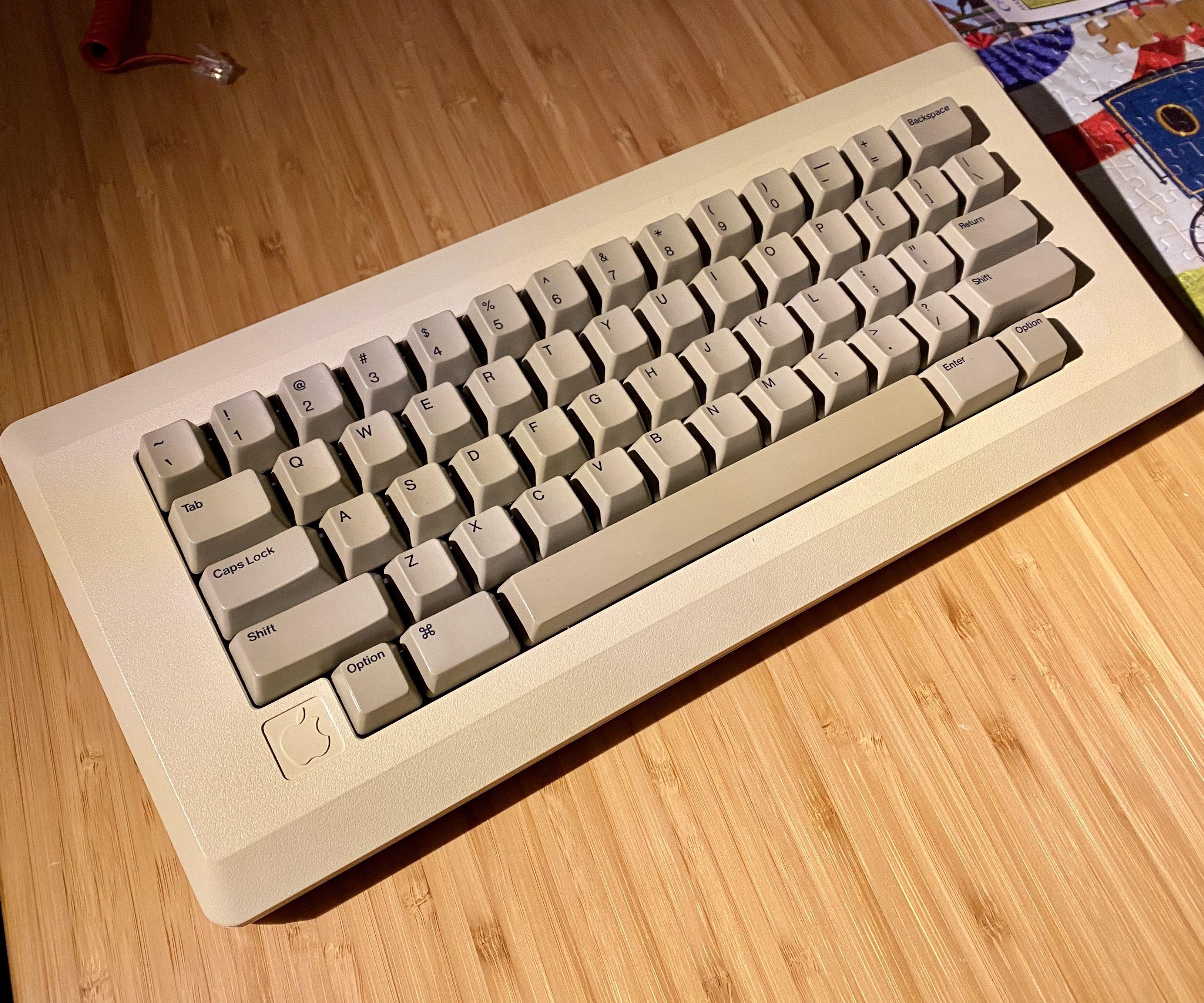 Apple M0110 Keyboard Crossover Adapter