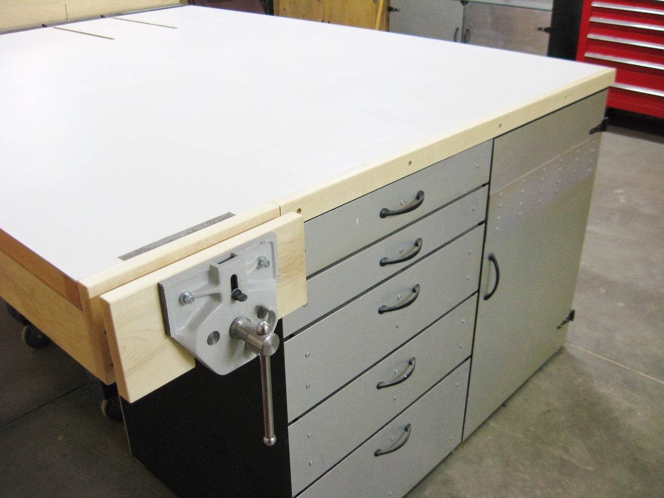 Part 1, Super-mega-ultra-deluxe Outfeed Worktable