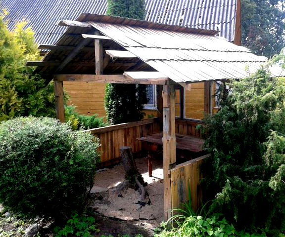 Summer Shed from Recycled Materials
