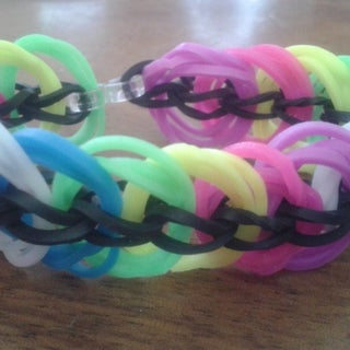 How to Make the Basic Rubber Band Bracelet on a Rainbow Loom