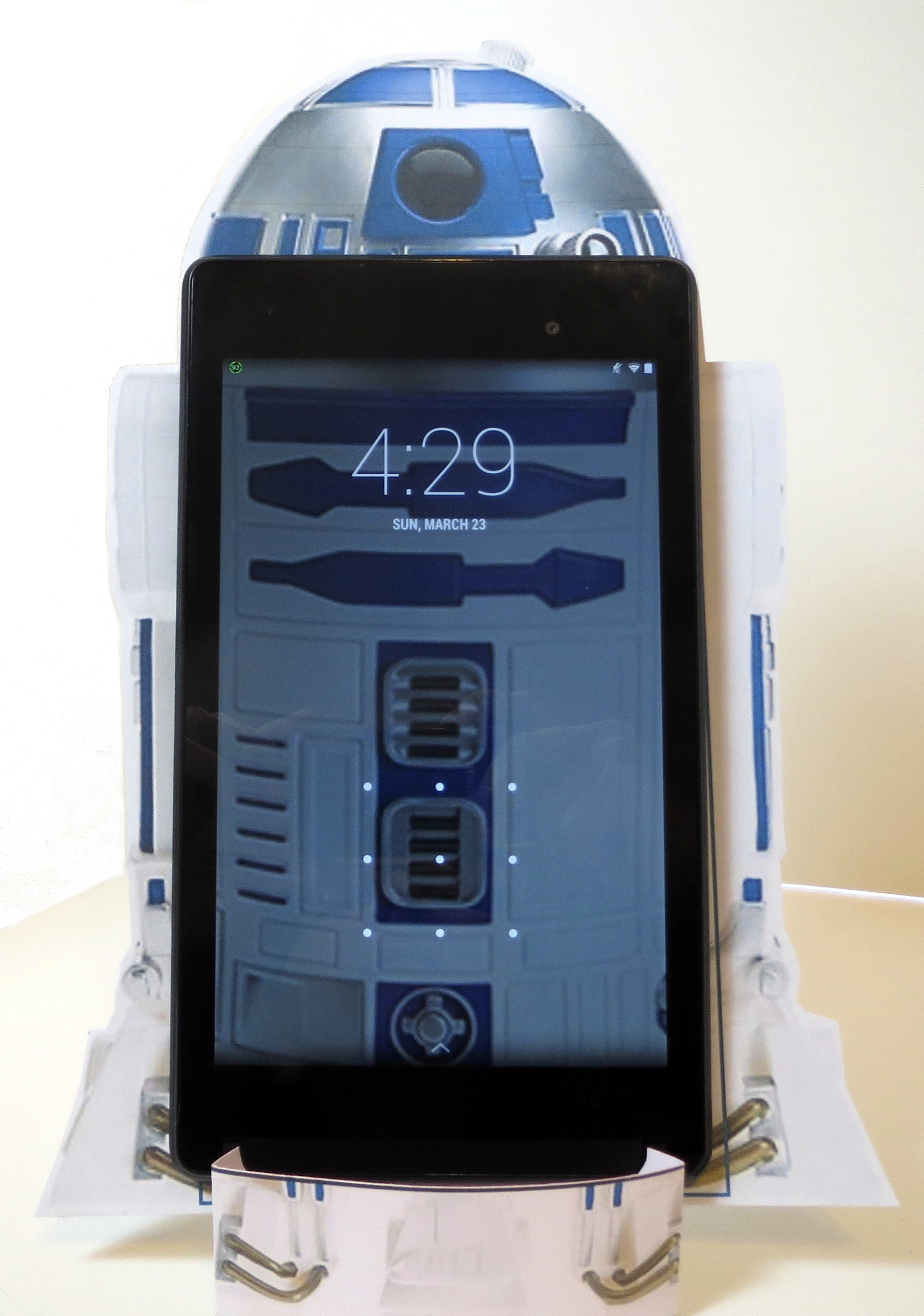 """This is the """"Droid You've Been Looking For"""" Phone Stand"""