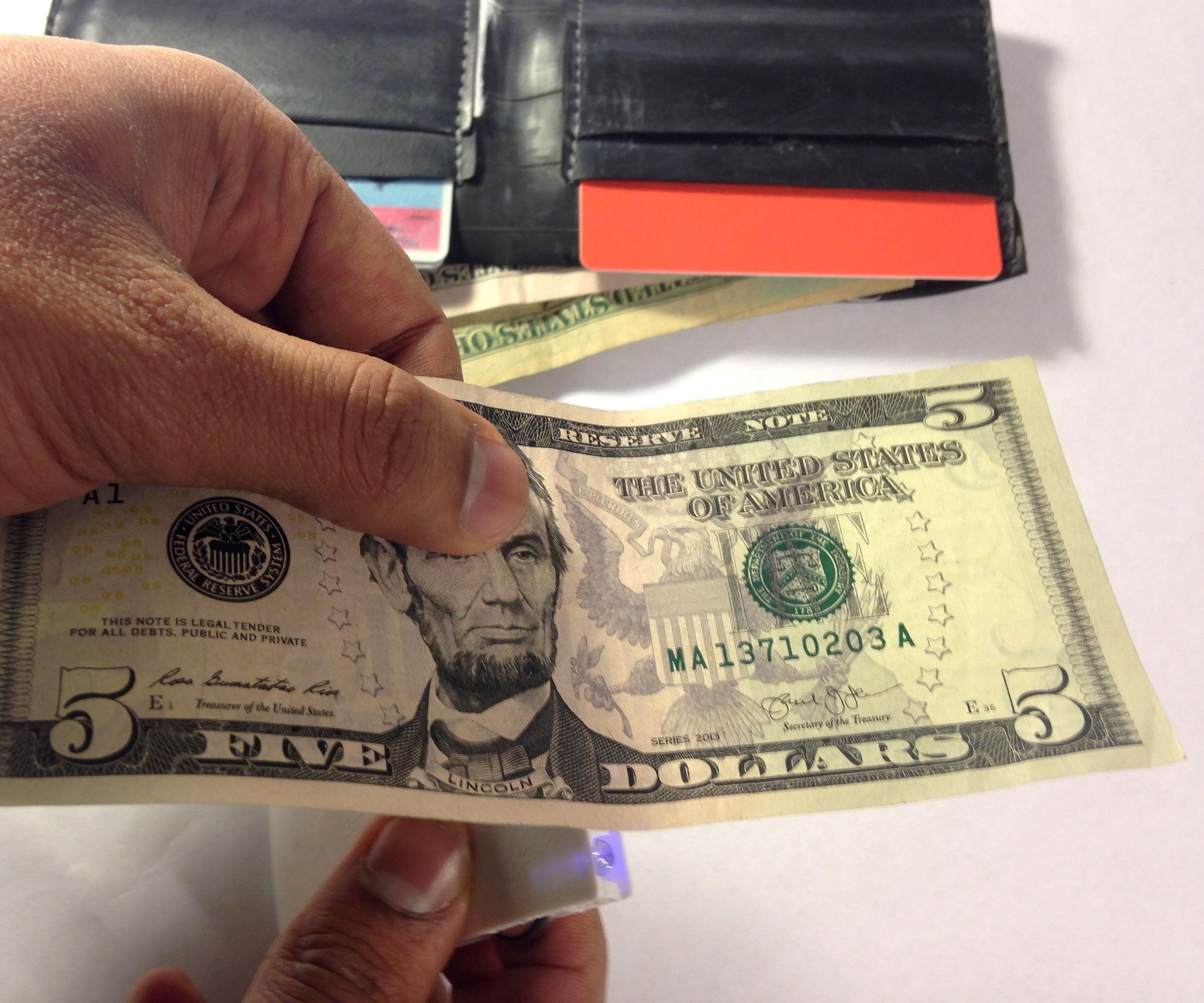 DIY Portable Counterfeit Money detector and Torch