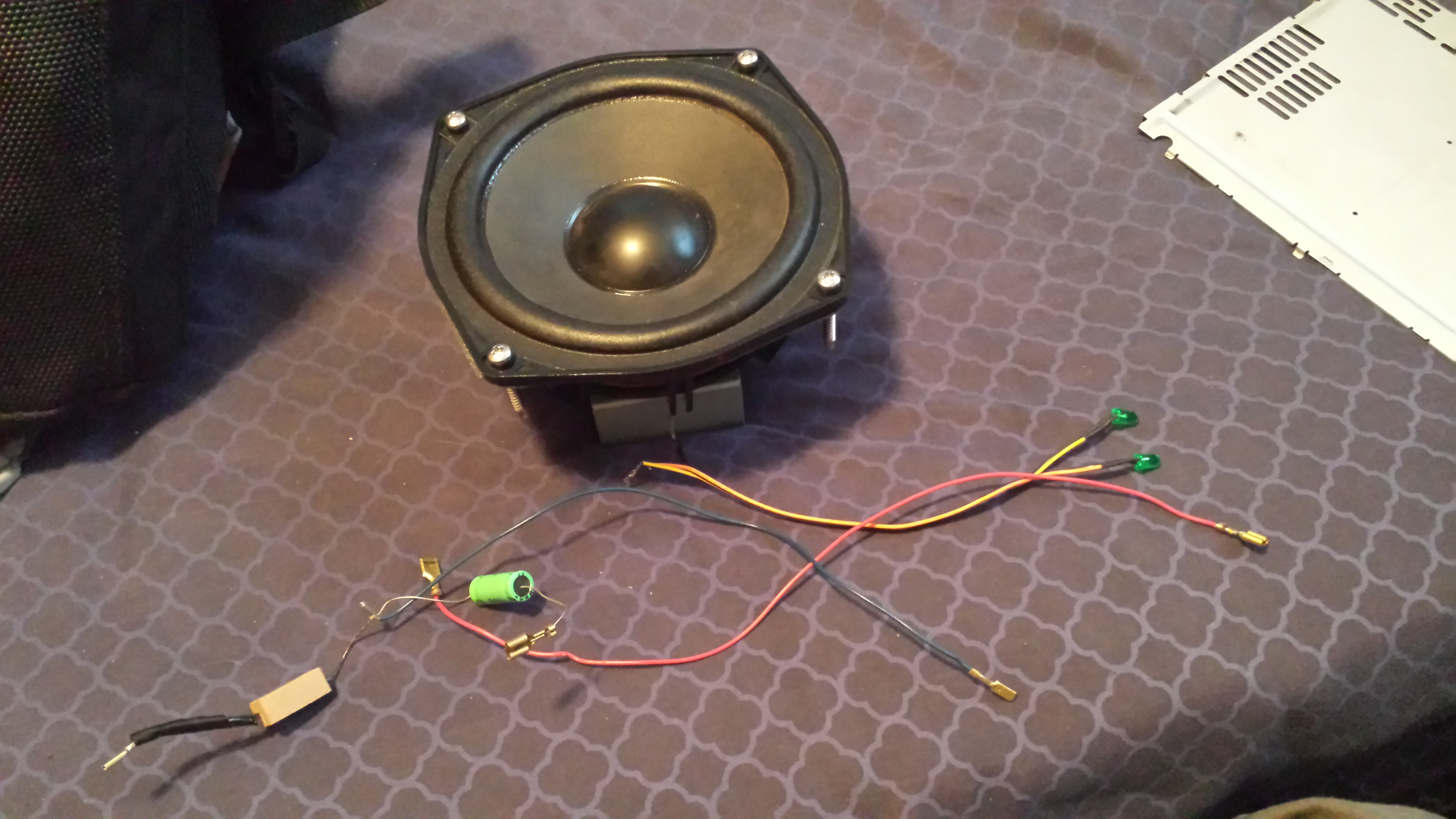 how to make an LED input/clip indicator for speakers in 3 insanely easy steps. (CRAZY easy)