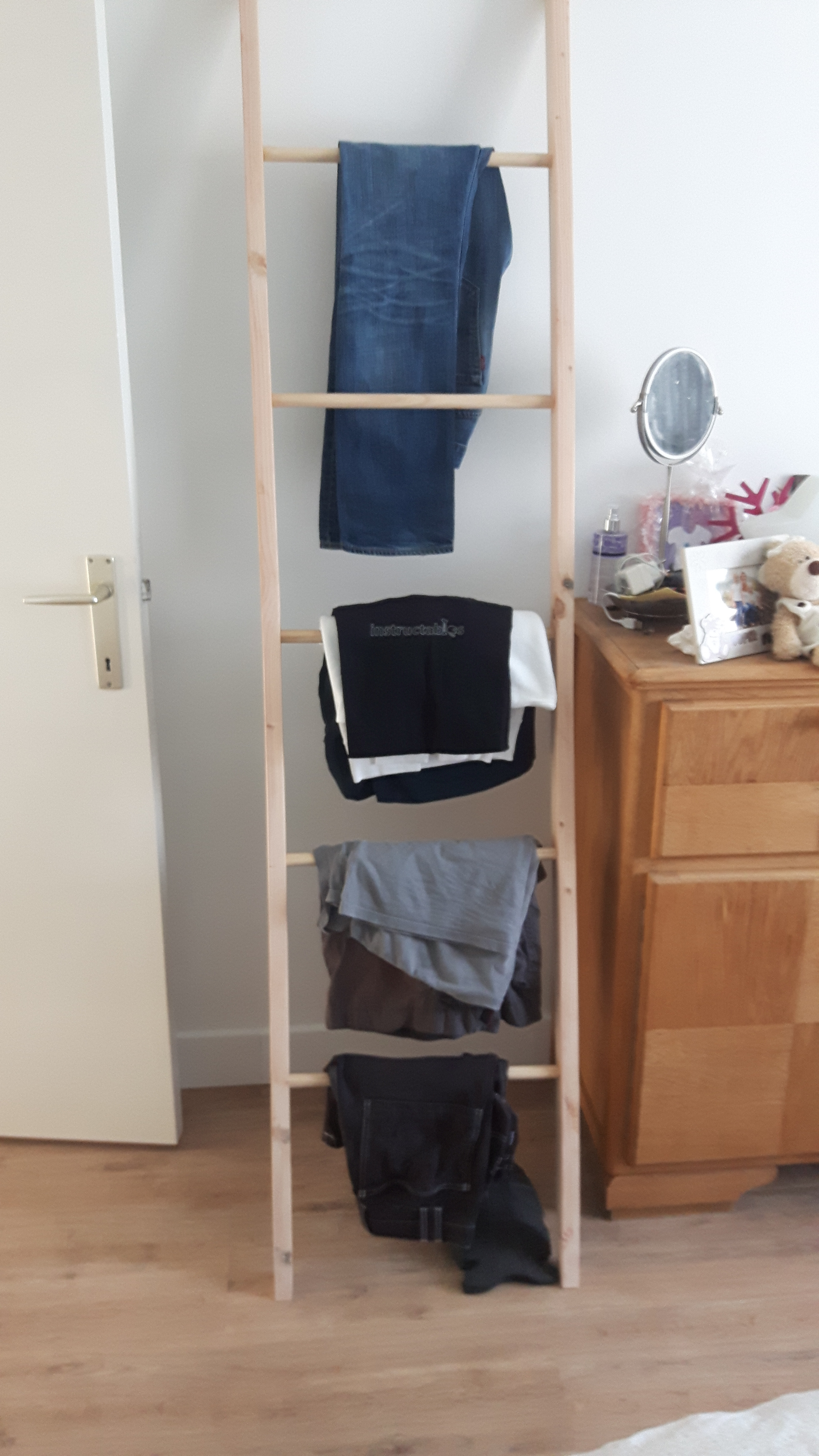 Simple Ladder Clothes Rack 6 Steps With Pictures Instructables