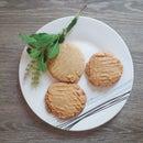 Crunchy Tahini Biscuits