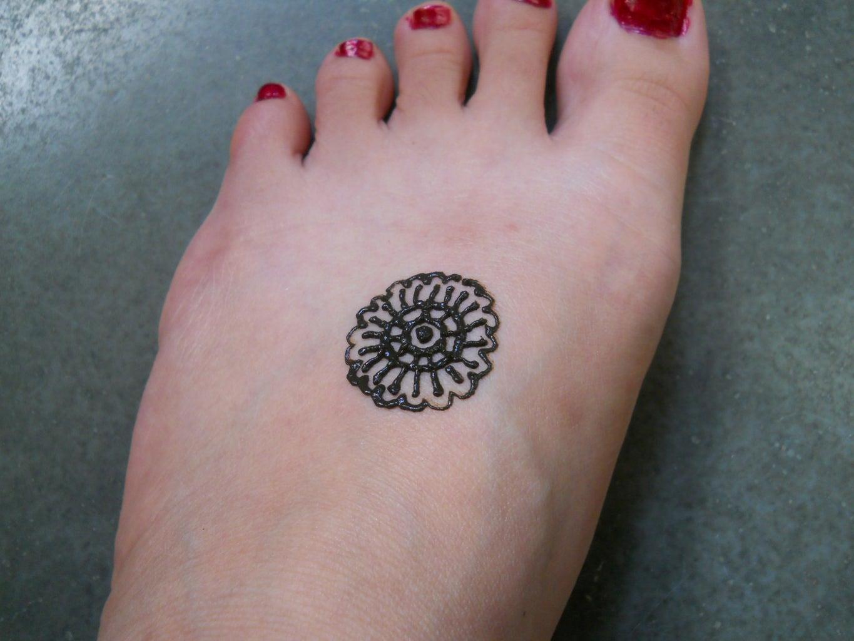 Simple Henna Design for Feet