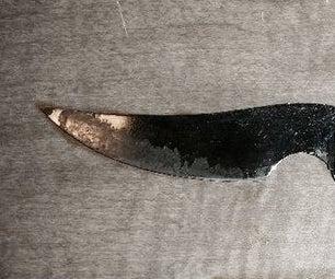 El Carroñero: the Scavenged Survival Blade
