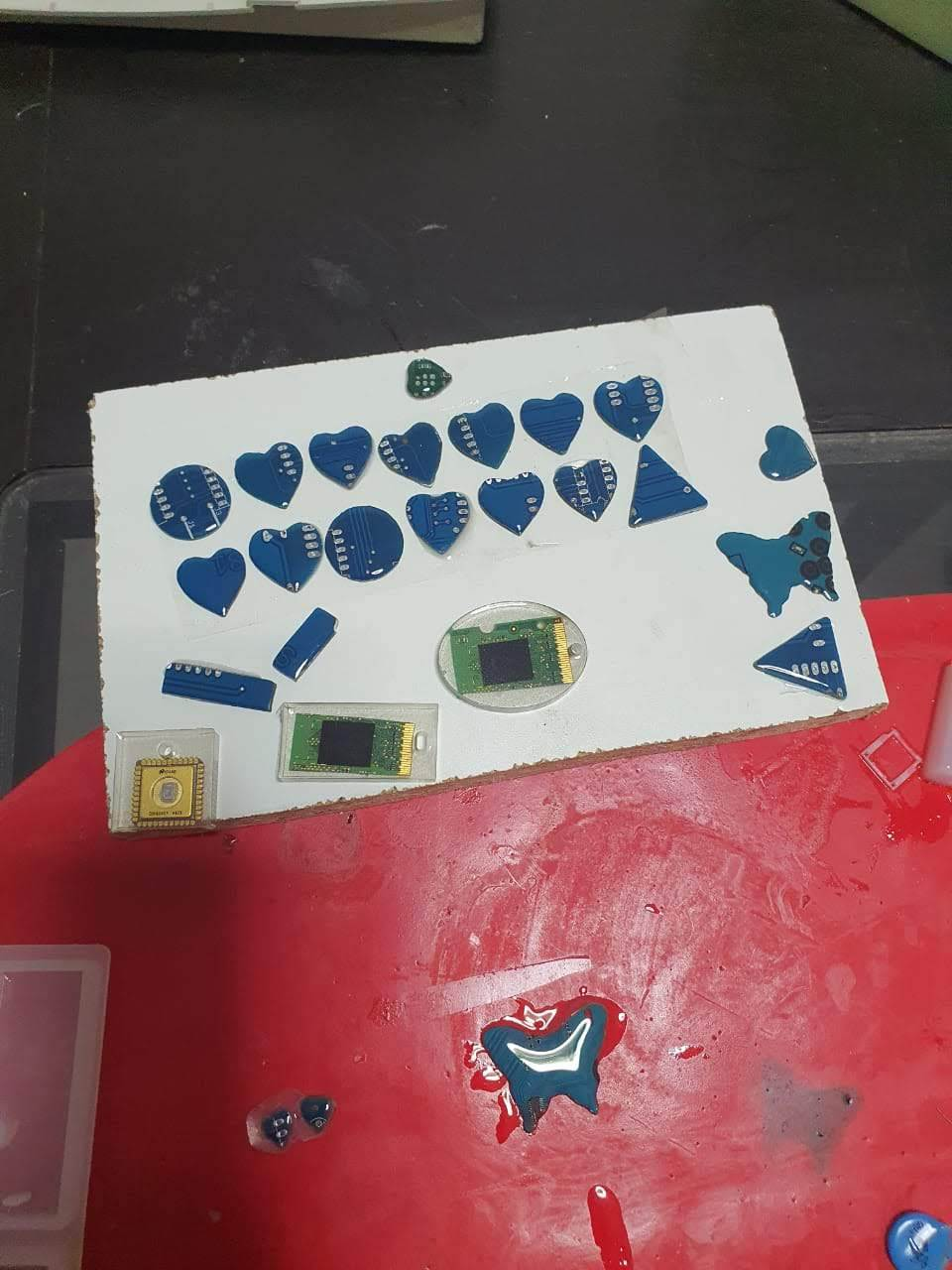 Cover the Pieces With Resin