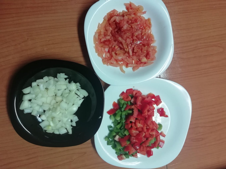 Trocear Y Picar Resto De Ingredientes.