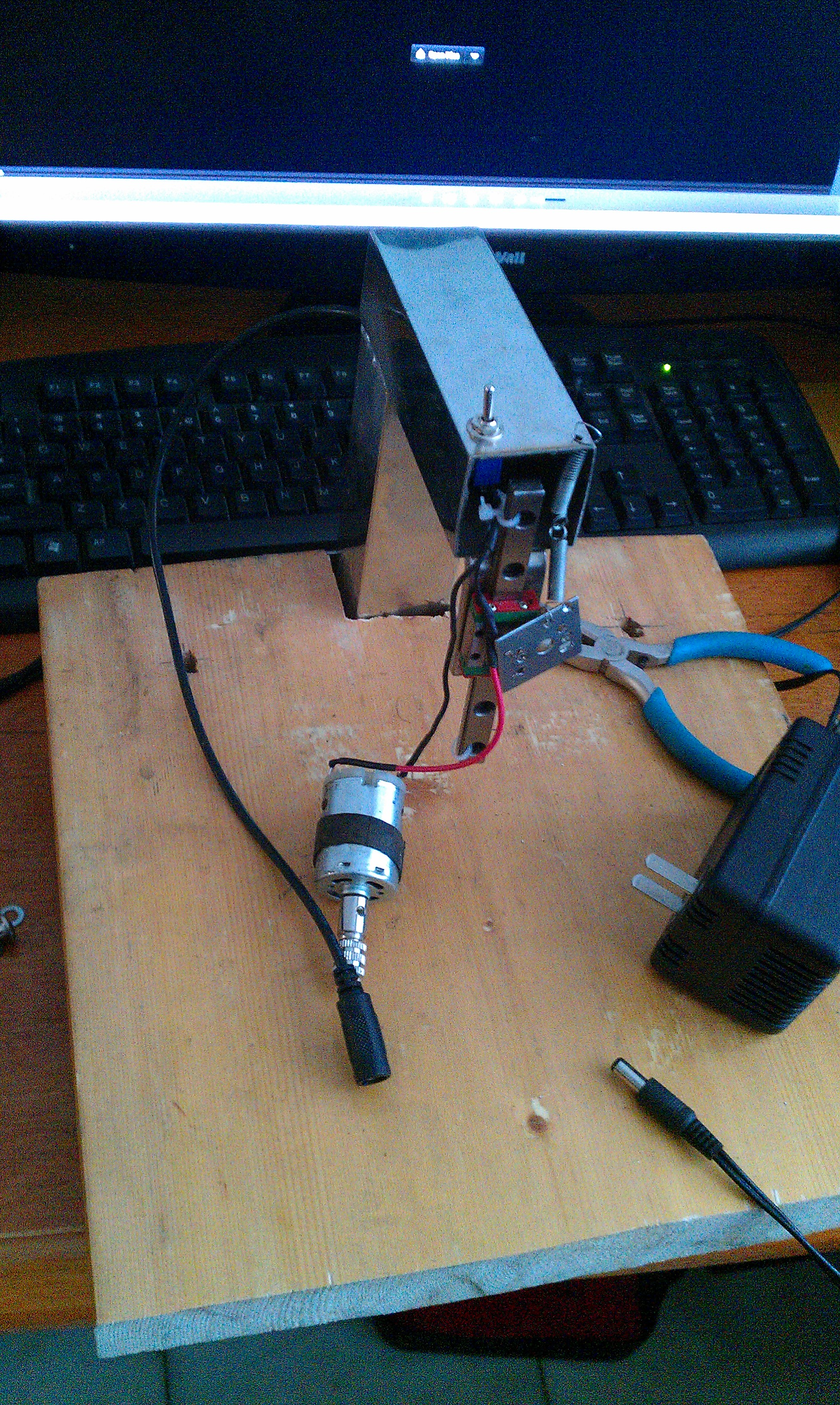 easy PCB drill press run by a 12V power source