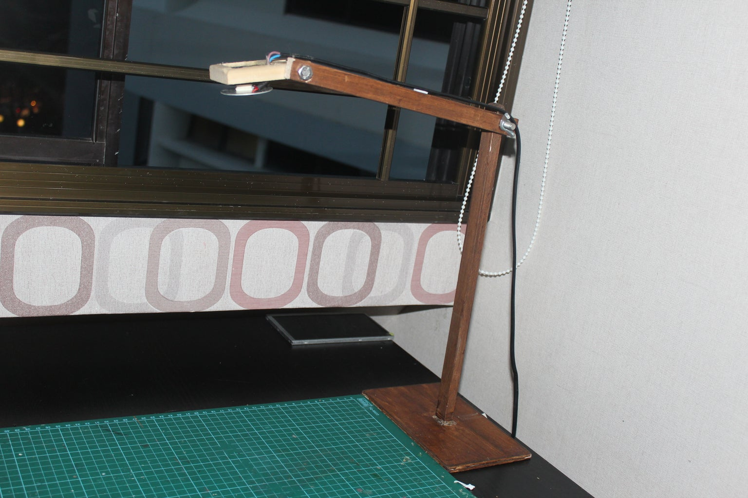 Dimmable Wooden Desk Lamp