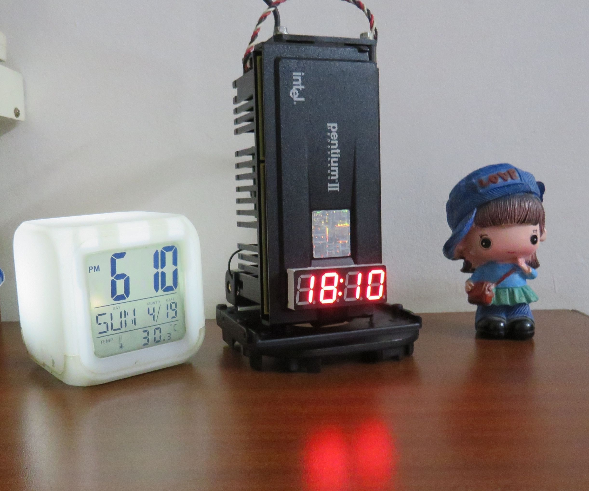 Time Bomb LED Clock Using Old Intel Pentium II Processor