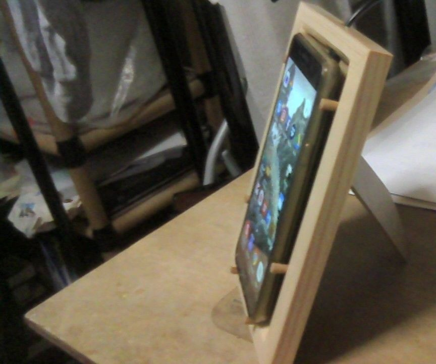 DIY Wireless Phone Charging Stand From a Picture Frame