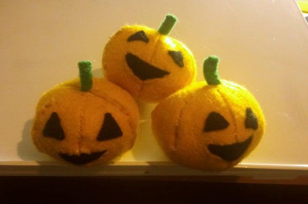 Tutorial - How to Make a Pumpkin Pincushion Plushie