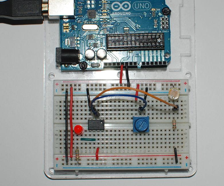 Light/Dark detector using an op-amp