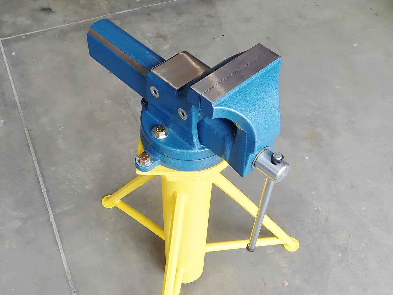 Mount the Vise