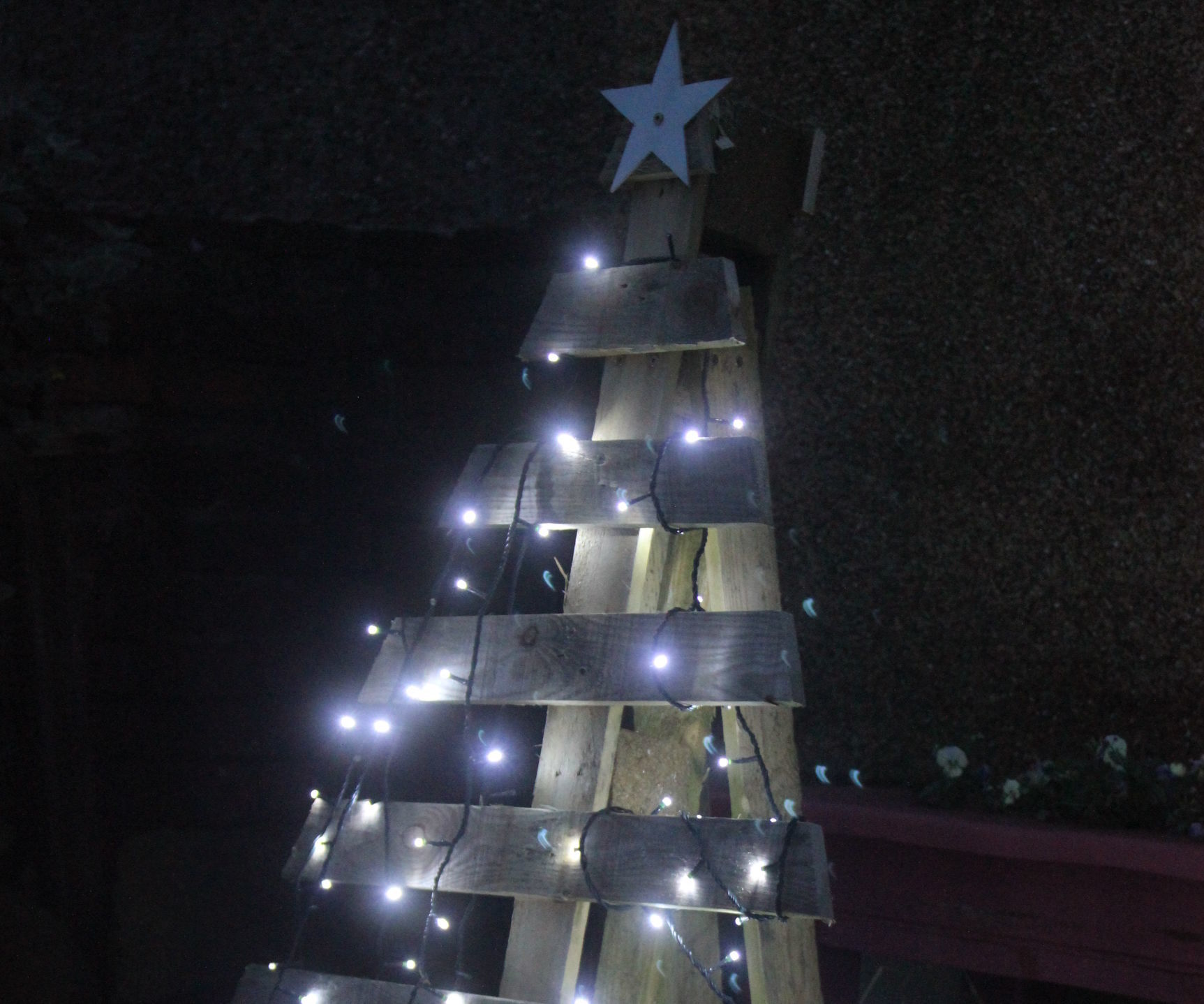 Make a Christmas Tree From One Pallet