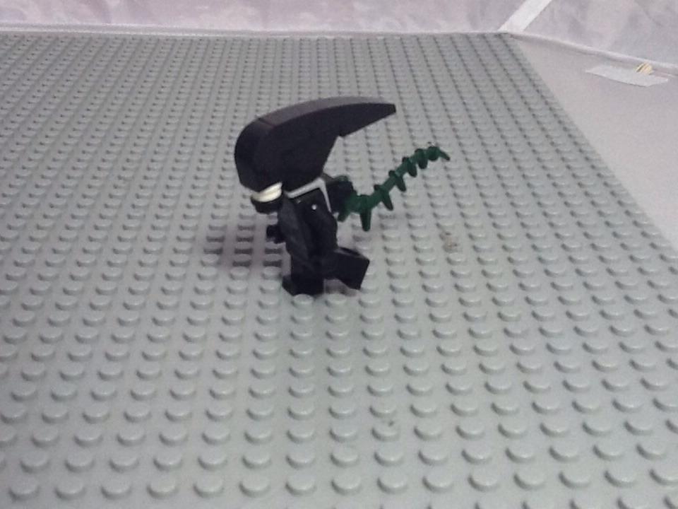Lego Minifig Scale Alien Design 2