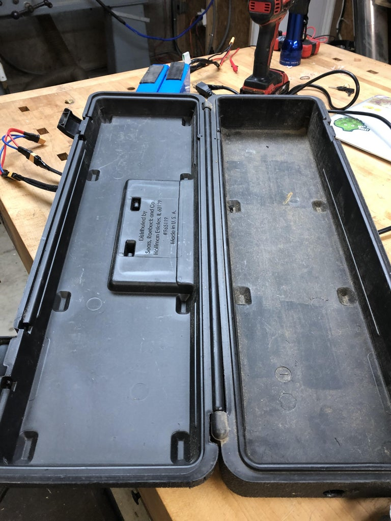 Don't Be Such a Tool... Box. - Building the Battery Box From an Old Toolbox