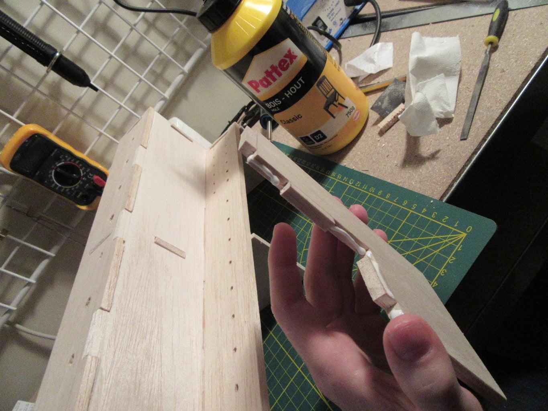 Gluing/varnish