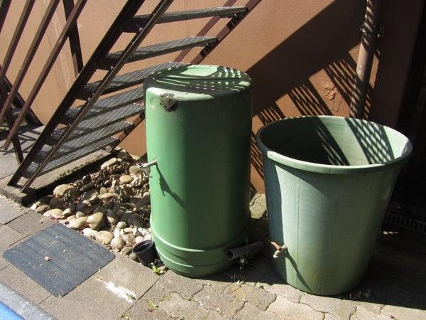 Fix Cracks in a Rainwater Tank With Sugru