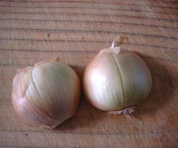 How to Peel Onions and Garlic, Quickly and Easily.
