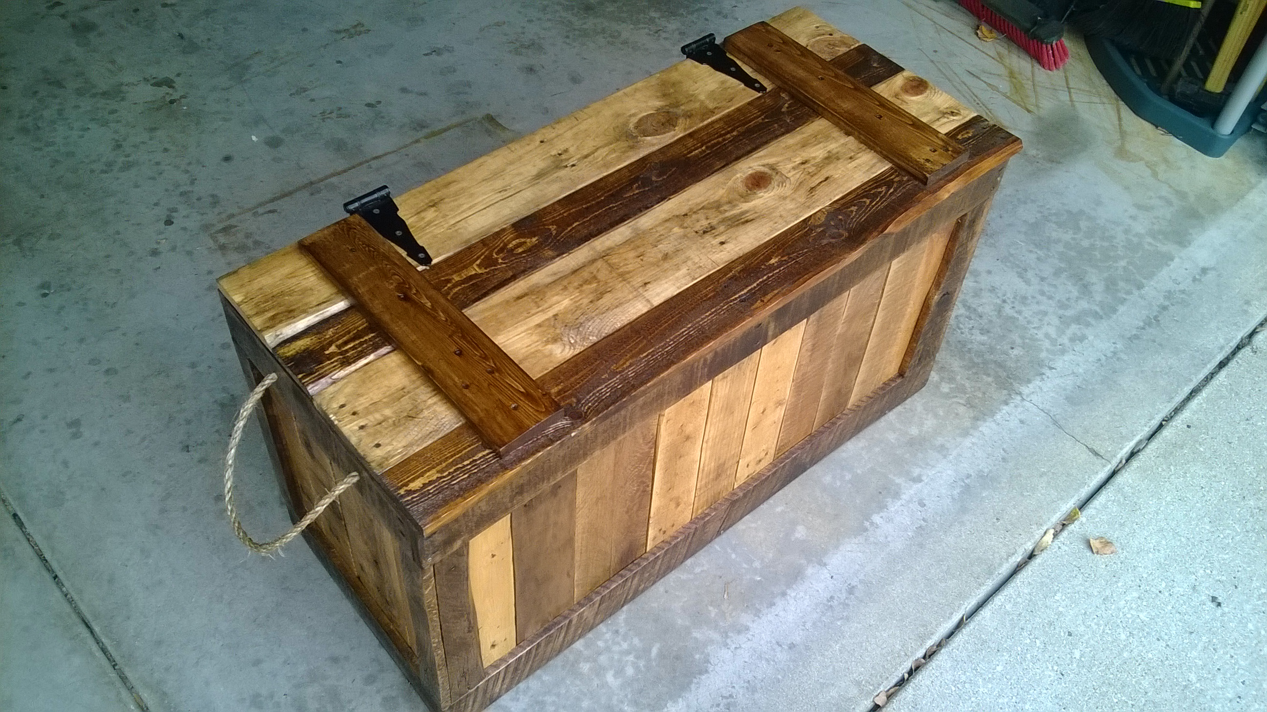 False Bottom Trunk from Reclaimed Wood (Pallets)