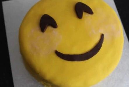 EZ Emoji Cake